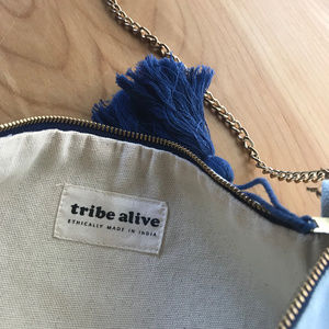 tribe alive Bags - Tribe Alive — Colorblock Clutch w/ Chain Blue EUC